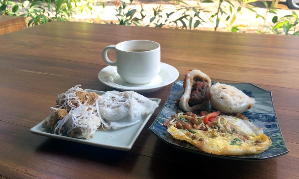 Burmese breakfast in Yangon Myanmar