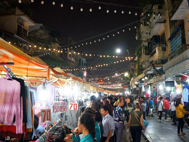 Night Market Atmosphere Hanoi